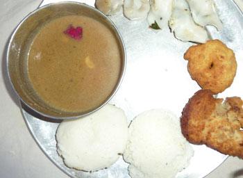 Paruppu Payasam and Idli Vadai for Ganesh Chaturthi